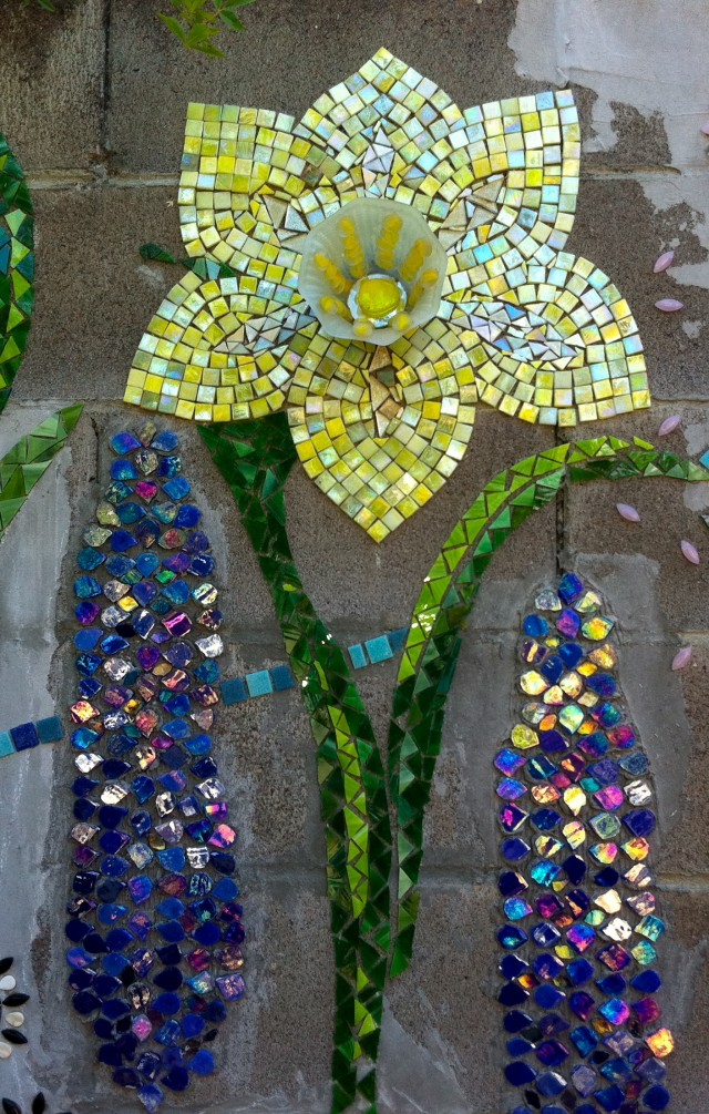 Daffodil with glass lampshade center & delphiniums