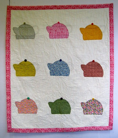 Tea Kettle Quilt, by Sue Applin; 2012